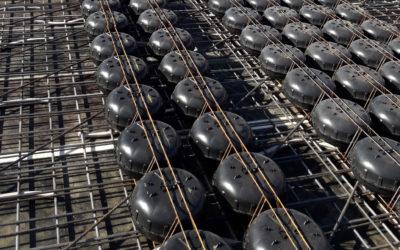 Пластиковые «пузыри» внутри  стен высотных зданий уменьшают потребление бетона на 35%