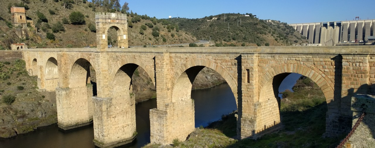 Ученые разгадали загадку прочности римского бетона
