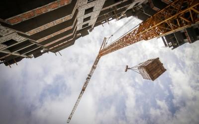 Почему открытие экономики в Москве началось со строек и промышленных предприятий