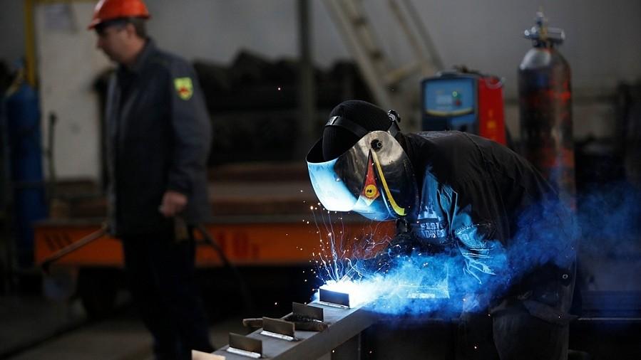С сегодняшнего дня возобновляют работу все предприятия промышленности, сельскохозяйственного комплекса и связи