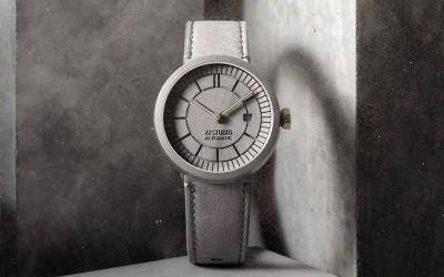 Дизайн часов из бетона был вдохновлен винтажными моделями начала XX века и образцами городской архитектуры